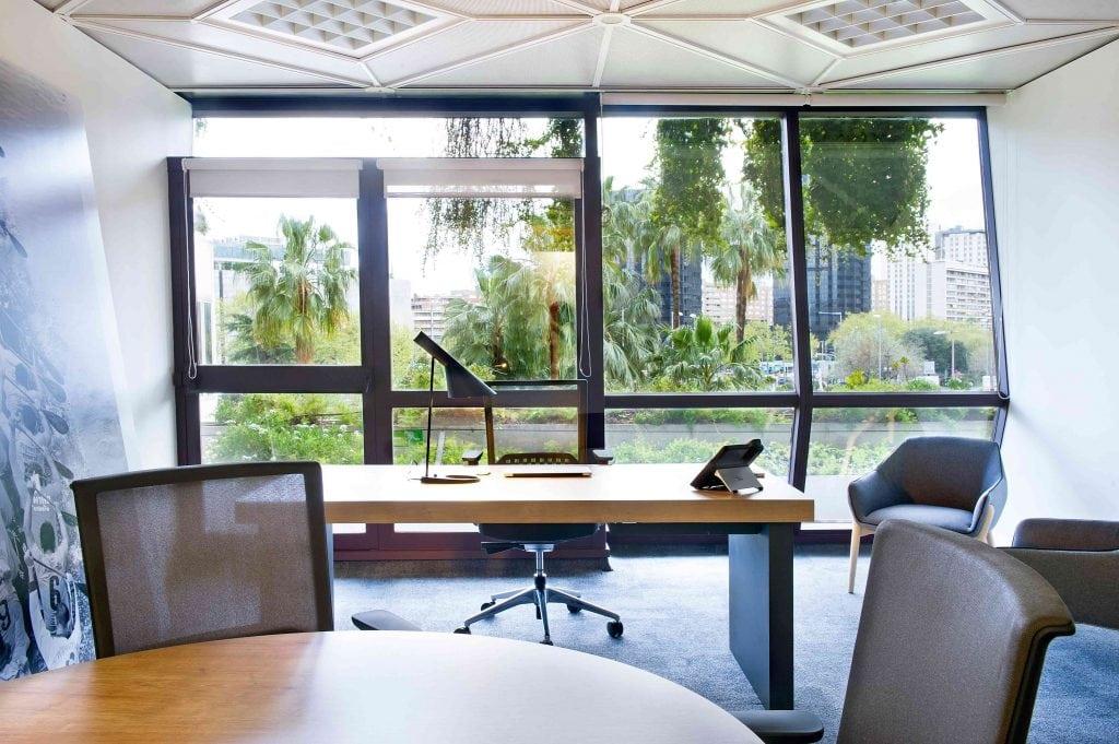 Vistas bien aprovechadas a la Diagonal de Barcelona desde estas oficinas del estudio Denys & Von Arend