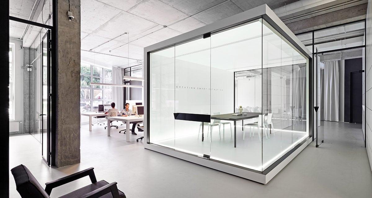 Soesthetic diseña un espacio en blanco para sus oficinas en Kiev