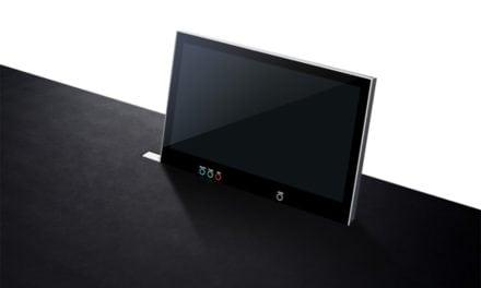 """Arthur Holm presenta el monitor retráctil motorizado de 24"""", 4 K"""