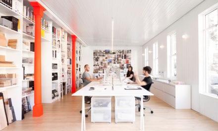 Estudio de arquitectura La Shed Montreal: atmósfera de neón