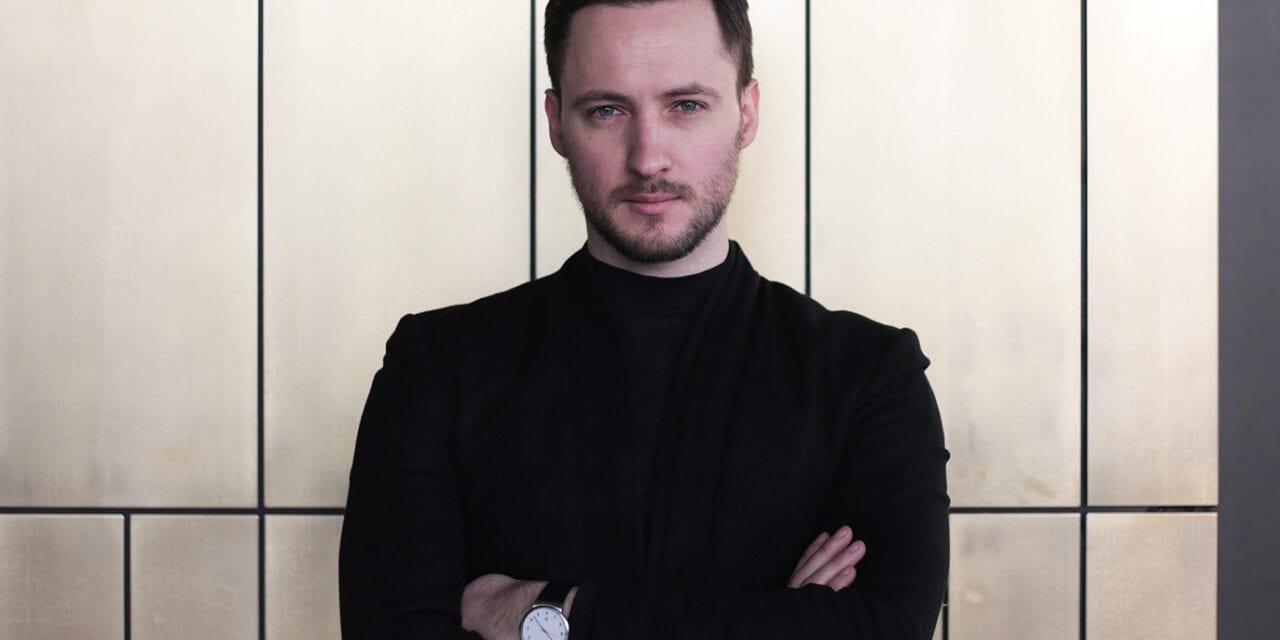 """""""Latón y hormigón crean efecto de lujo refinado"""" Alexander Volkov"""