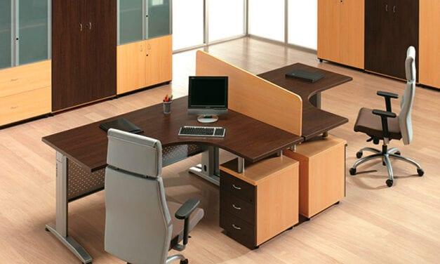 Tech, mesas de trabajo con patas electrificables de Delaoliva