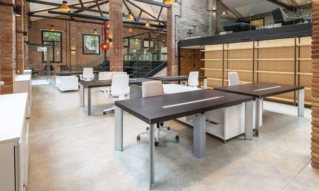 Oficinas de QNV en la Colonia Güell Barcelona, de Servitec
