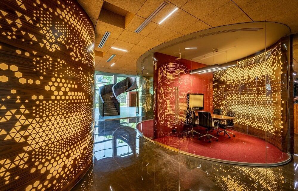Office @63 Narsi en Mumbai, de Sanjay Puri Architects