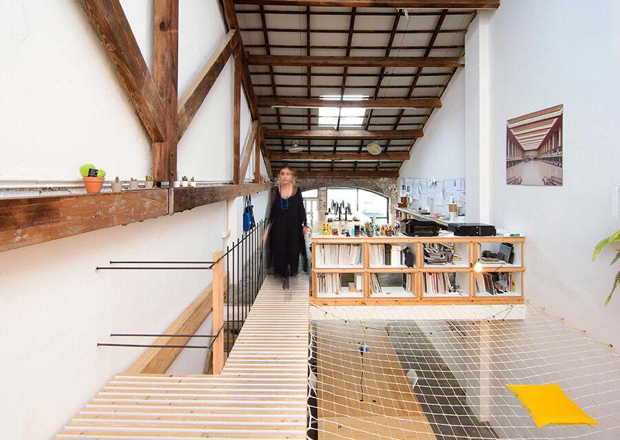 LoCa Studio proyecta su oficina en un espacio industrial de Barcelona