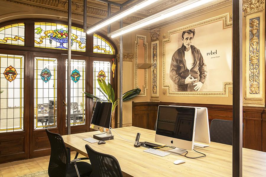 Dröm Living proyecta la nueva Agencia James Brand en Barcelona