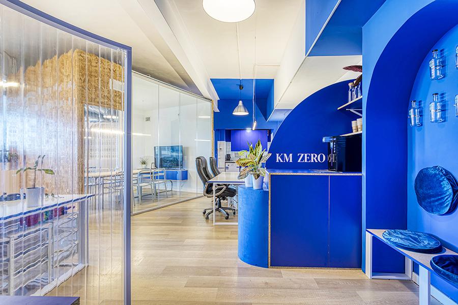 Oficinas Agua KMZero en Barcelona de Insayn Design